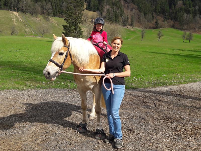 auch Ausritte gehören zur therapeutischen Förderung mit dem Pferd