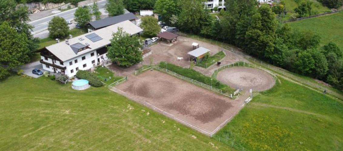 Unser Hof aus der Vogelperspektive